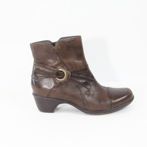 Clarks Leather Boots Brown Booties 9.5 Women Shoes